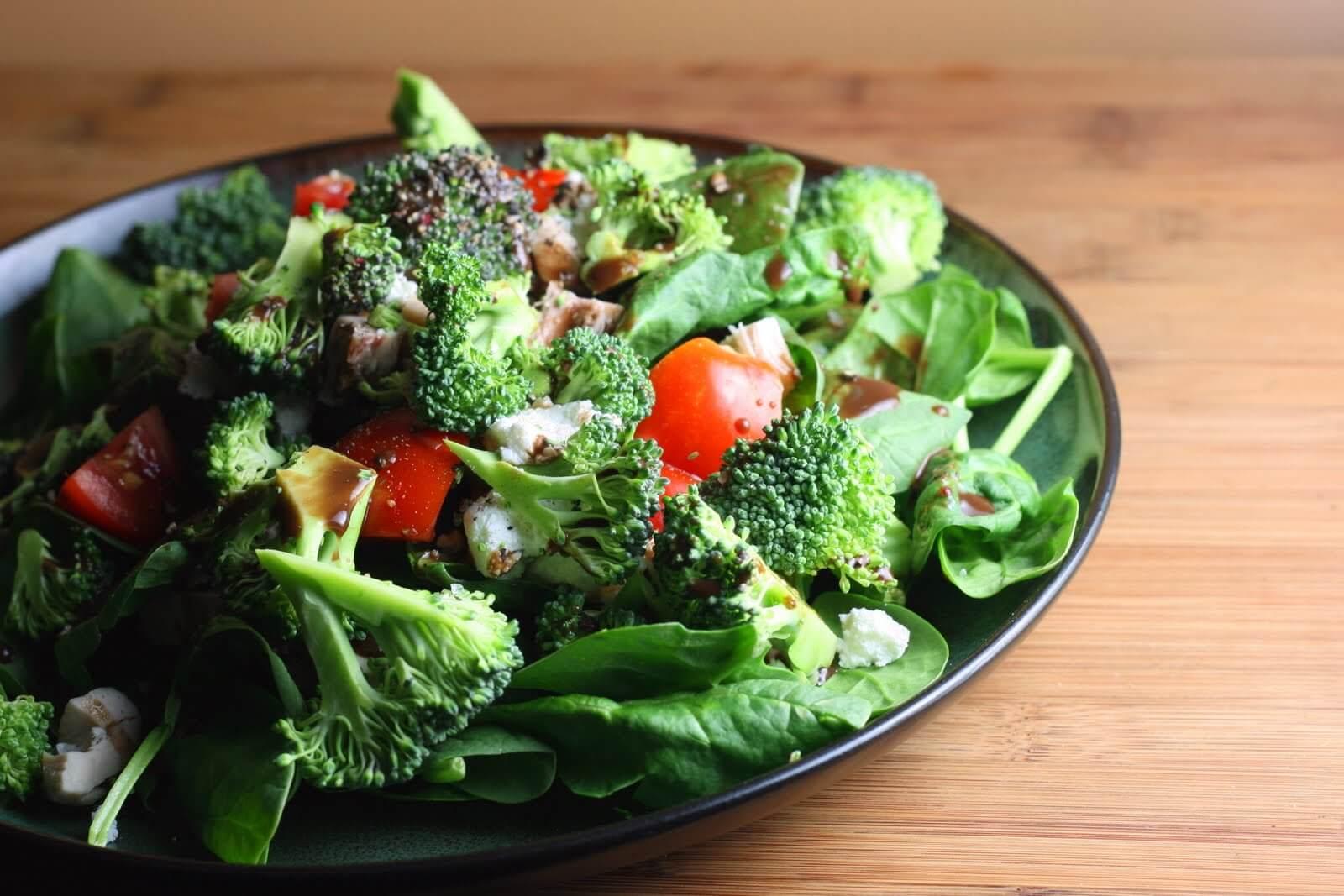 Talerz sałatki i warzywa
