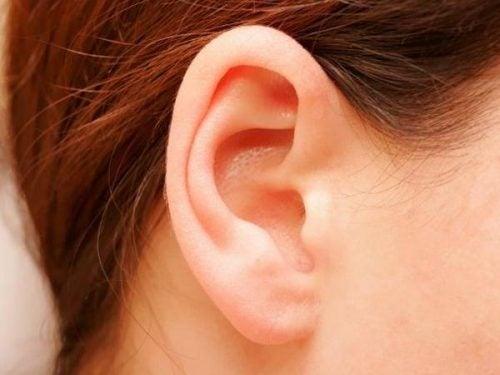 Czyszczenie uszu.