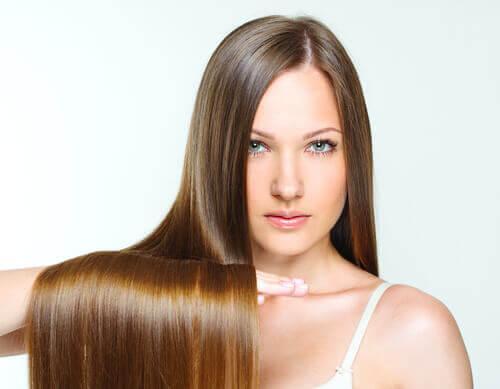 Rzadsze mycie włosów? oto 9 sprytnych sposobów