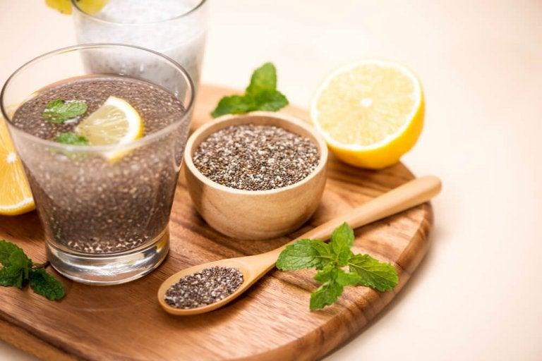 Woda z cytryną i siemieniem lnianym - czy pozwala schudnąć?