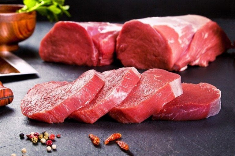 Kawałki mięsa.