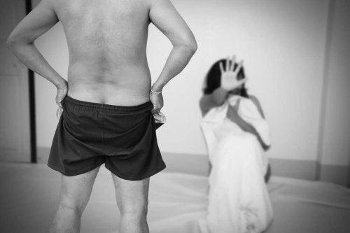 Wykorzystywanie seksualne w związkach. Mężczyzna i dziewczynka