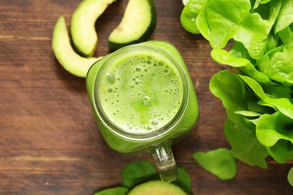 Zielony koktajl jabłka wapń osteoporoza