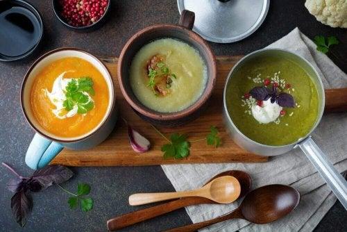 Zupa oczyszczająca organizm – poznaj 4 wyjątkowe przepisy