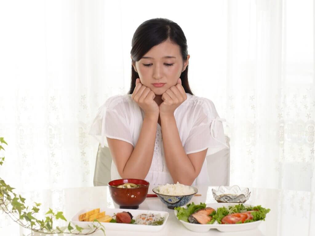 Ile posiłków dziennie - kobieta i jedzenie