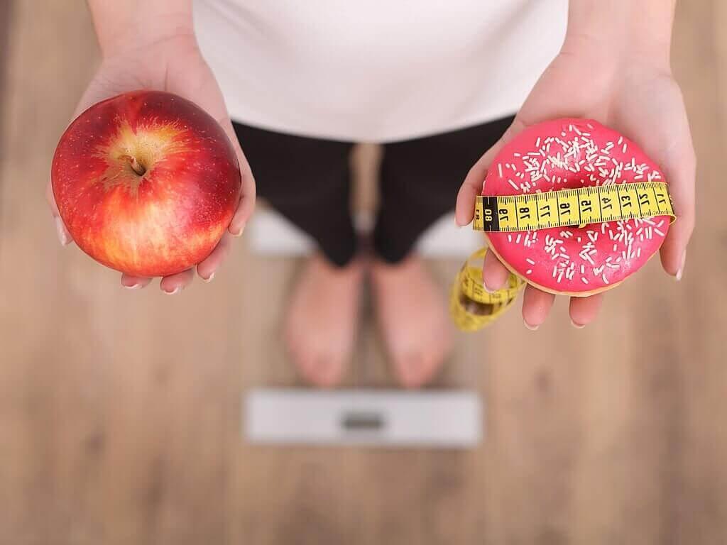 Jabłko czy pączek - zdrowe produkty