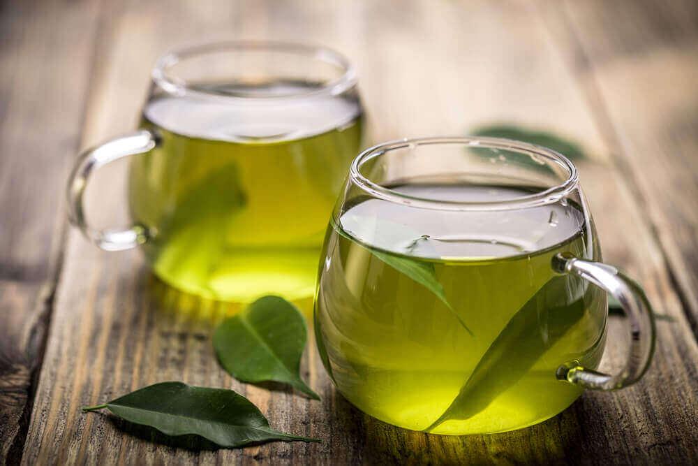 Filiżanki z zieloną herbatą
