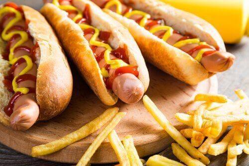 Azotany w hot dogach