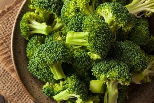 brokuły w misce