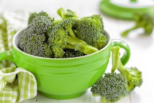 brokuły w zielonej miseczce