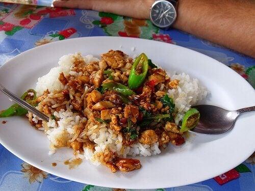 chiński ryż z kurczakiem i miodem