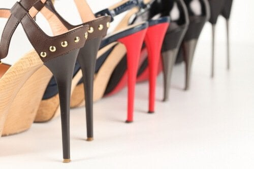 chodzenie w wysokich obcasach i wybór butów