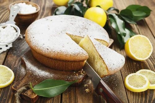 Ciasto z kremem cytrynowym – dwa sprawdzone przepisy