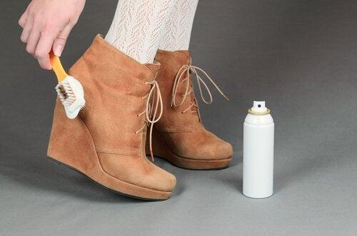Czyszczenie obuwia - sposoby na każdy rodzaj butów