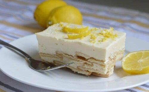 Ciasto z kremem cytrynowym można również podawać na zimno.