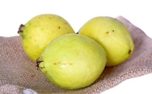 owoce gujawy