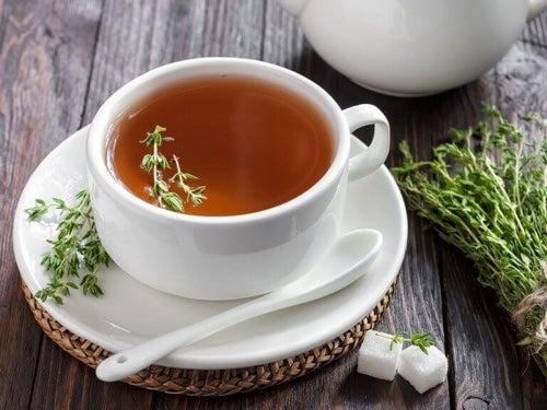 Herbata z tymianku to tradycyjne ziołowe lekarstwo.