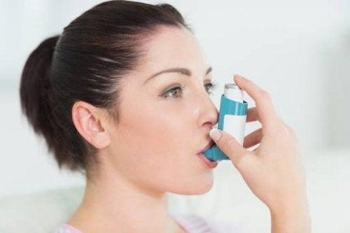Czarnuszka jest dobra na astmę