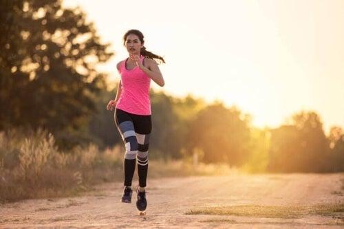 Bieganie angażuje całe ciało.
