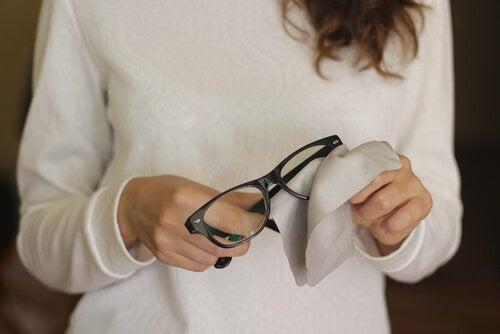 Porysowane okulary - 6 pomocnych trików
