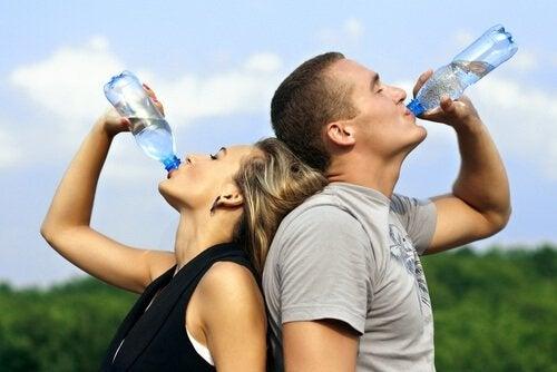 Woda pomaga układowi oddechowemu działać sprawnie poprzez usuwanie zalegającej wydzieliny.