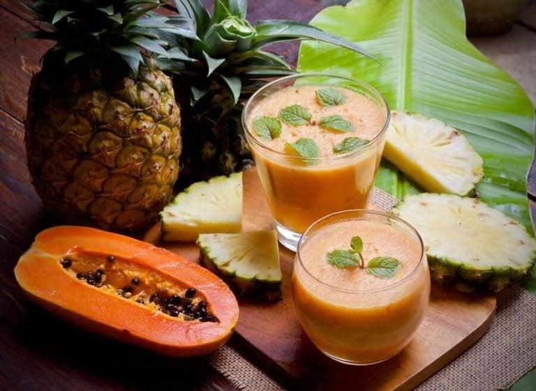 Koktajl z ananasa i papai.