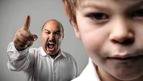 krzyk ojca na dziecko