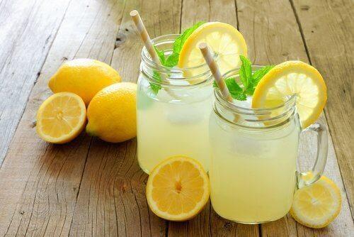 Lemoniada w słoikach