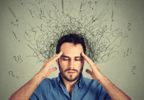 mężczyzna z bólem głowy skutki stresu