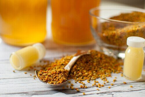 Mleczko pszczele i pyłek pszczeli to, obok miodu, jedne z najlepszych naturalnych środków zdrowotnych.
