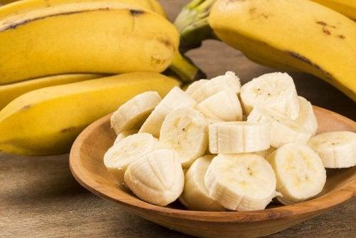 pokrojone banany na chleb bananowy