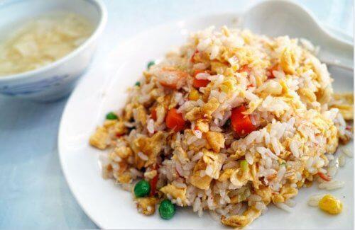 potrawa z chińskiego ryżu