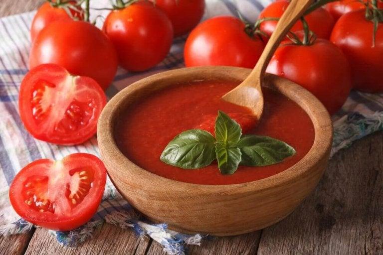 Sos pomidorowy domowej roboty - dlaczego powinieneś jeść go każdego dnia