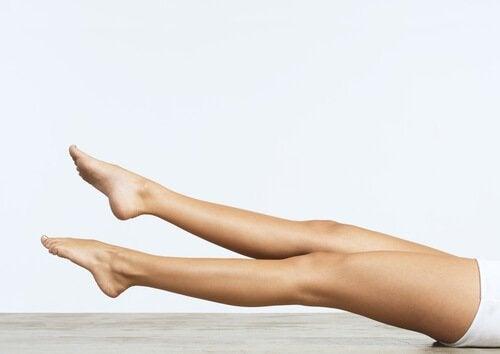 stymulacja krążenia krwi poprzez unoszenie nóg