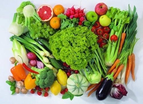 Estrogen w diecie zapewnią Ci warzywa i owoce.