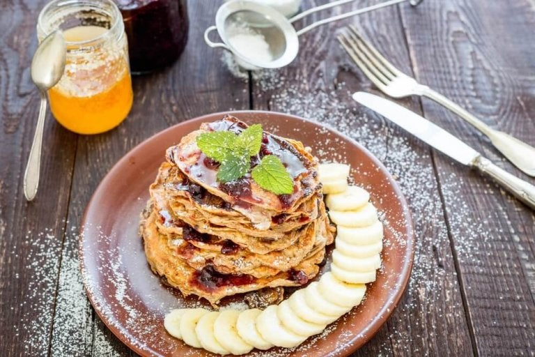 Naleśniki na śniadanie: owies, banany, kakao i olej kokosowy