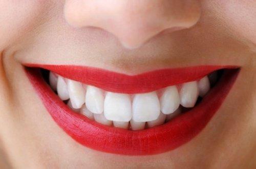 Witamina K jest ważna dla zdrowych zębów i kości.