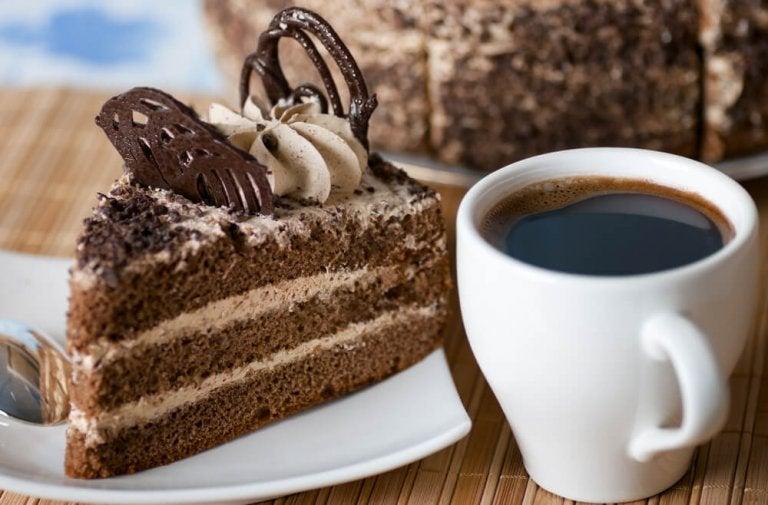 Biszkopt kawowy – aromatyczny deser na 3 sposoby