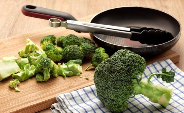 Brokuły i patelnia