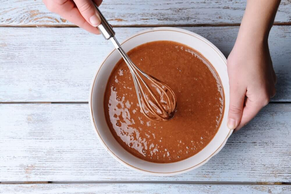 Ciasto czekoladowe w misce