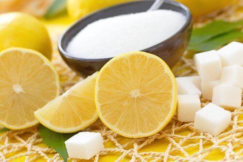 Cytryna i cukier.