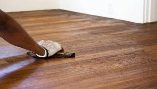 Podłoga - czyszczenie białym octem