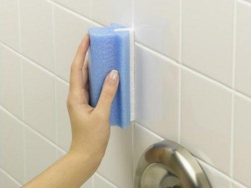 Gąbka - czyszczenie łazienki