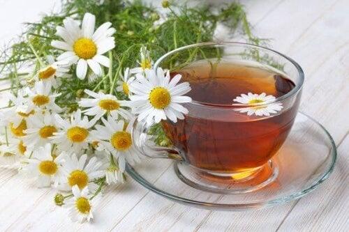 Herbata rumiankowa odczuwalnie uśmierzy ból.