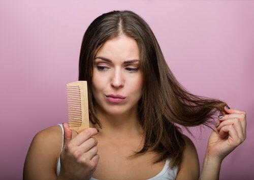 Kobieta i problemy z włosami - maseczki z marchwi mogąpomóc!