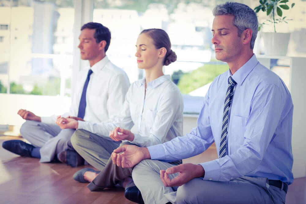 medytacja w pracy i antystresowe działanie jogi