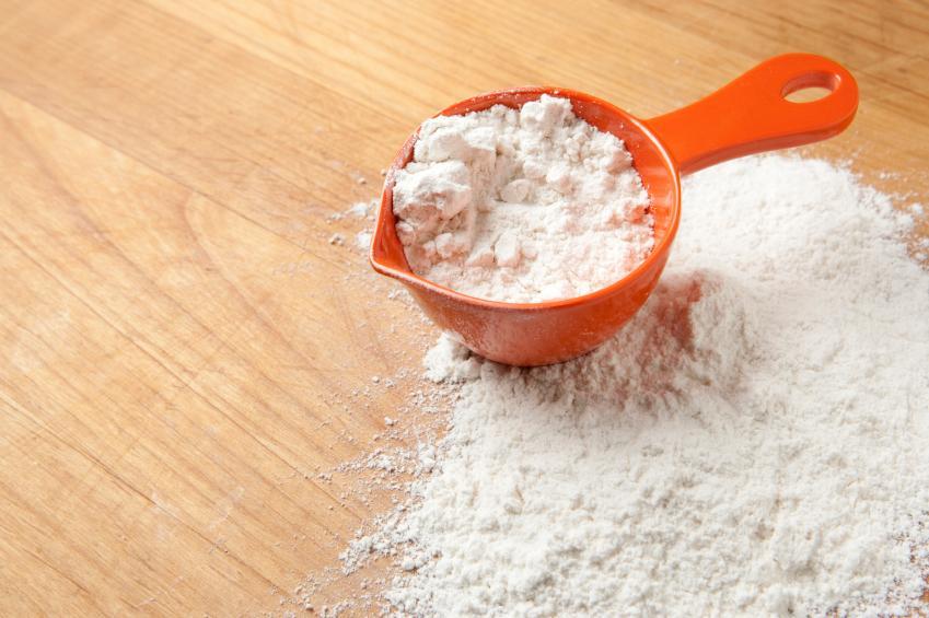 Miarka z mąką kukurydzianą