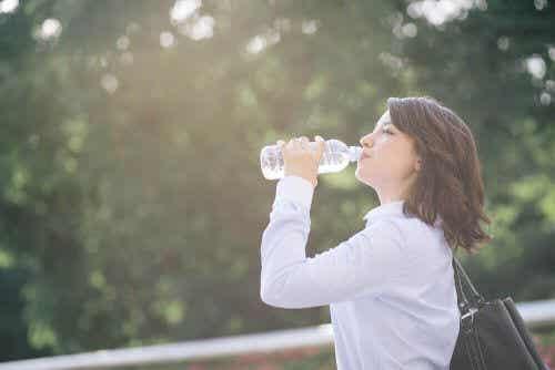 Domowy napój z elektrolitami, by zapobiec odwodnieniu