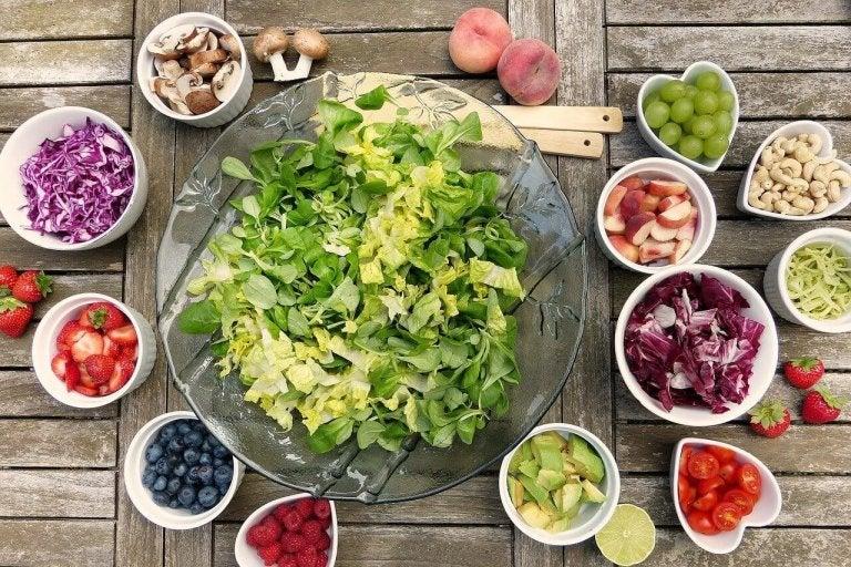 Lekka sałatka na 6 pysznych sposobów