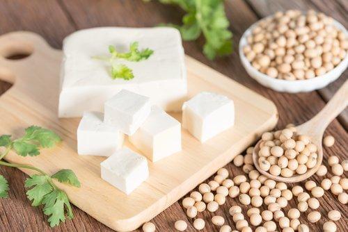 W przypadku wegan i wegetarian, dieta dla osób cierpiących na zapalenie stawów może opierać się o produkty sojowe.